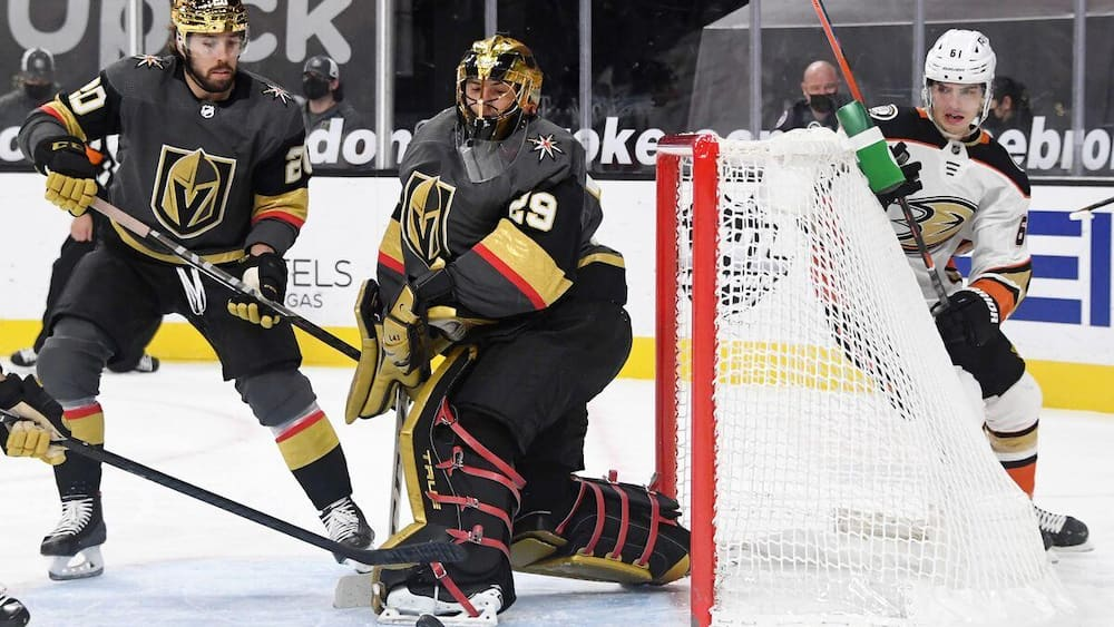 Mark-Andre Fleury takes advantage of an incredible opportunity
