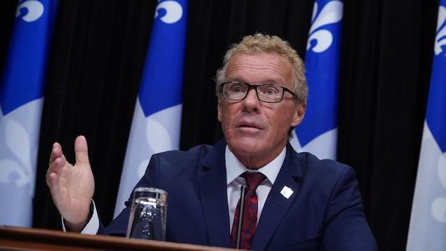 Le ministre en conférence de presse.