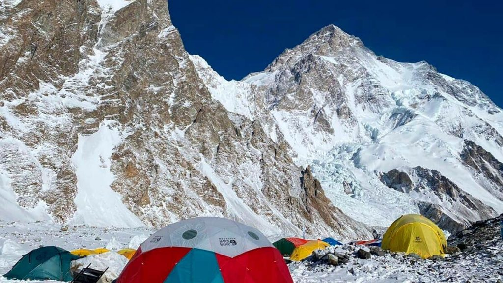 Three climbers are missing in K2