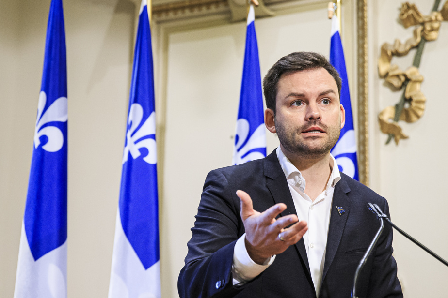 History of Western Civilization    The PQ leader opposes the withdrawal of the college course