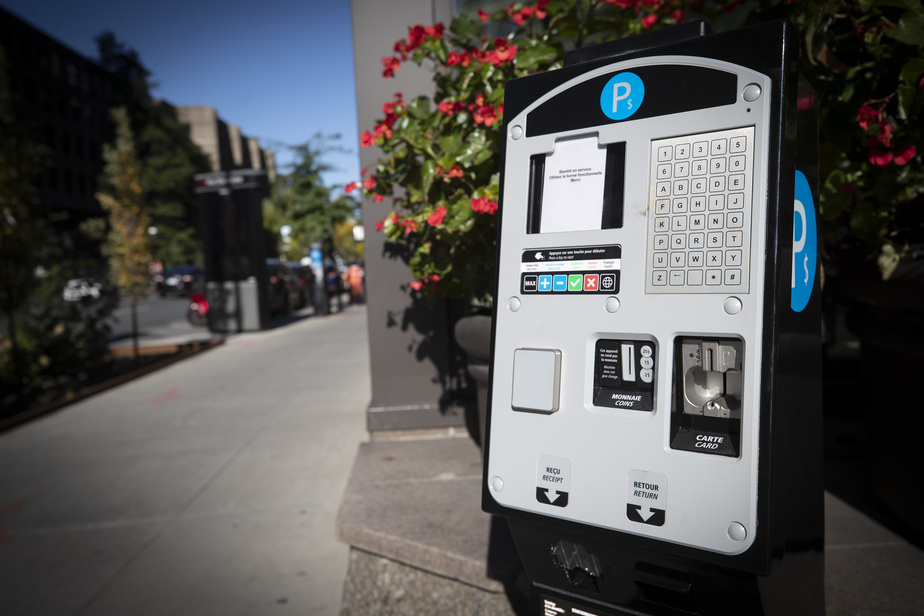 Downtown Montreal    Free parking on weekends until September