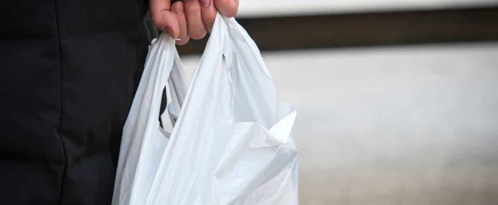 FamilyLiprix removes single-use plastic bags