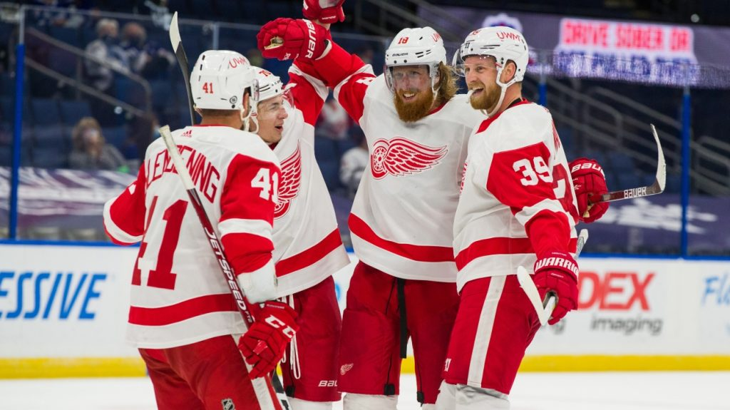 NHL: The Red Wings won Game 1 5-1 in 18 outings at the Lightning House