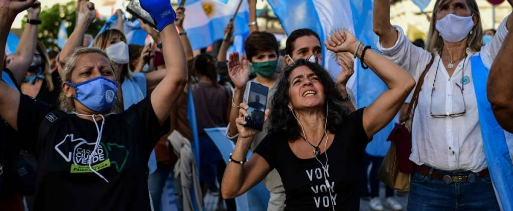 Protests in Buenos Aires against new health restrictions