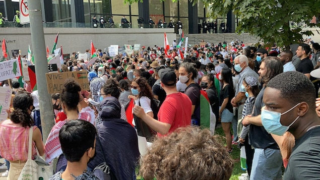 Pro-Palestinian demonstration in front of the American and Israeli consulates in Montreal