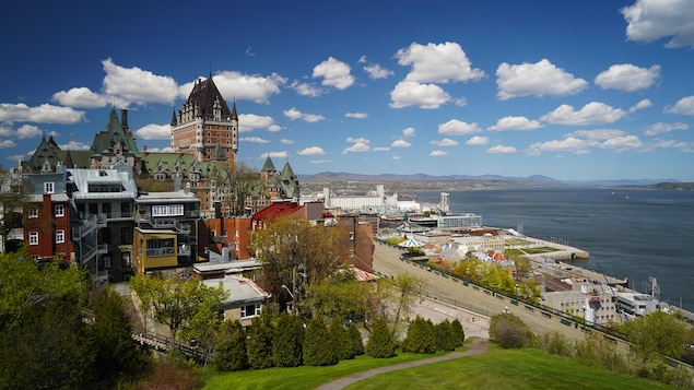 $ 75 as a gift to attract tourists to the Quebec City area