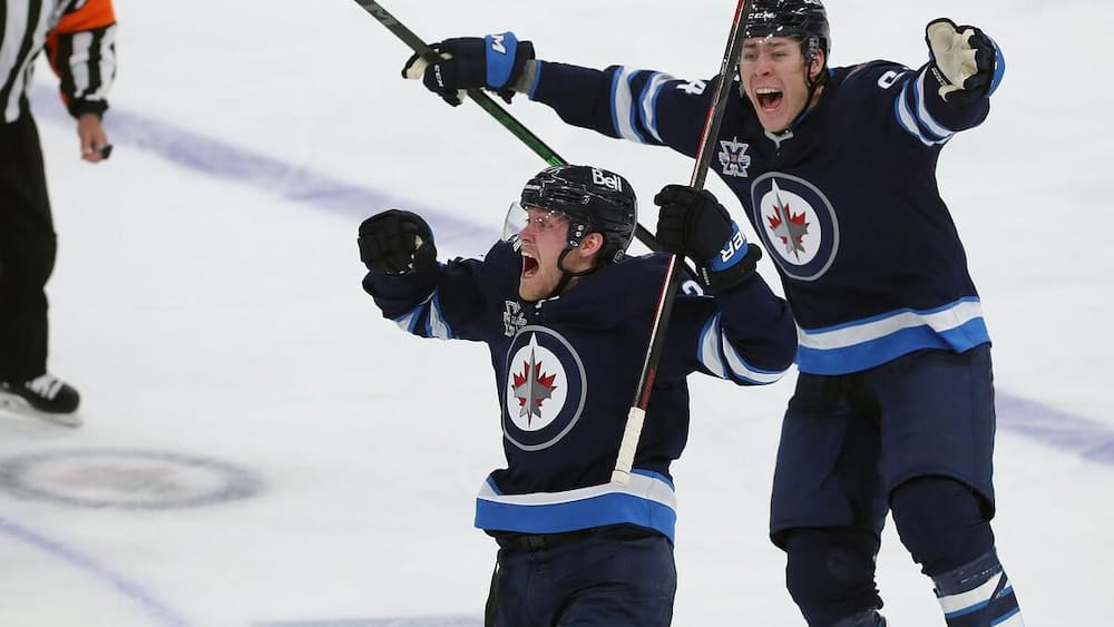 Amazing re-entry of the Jets against the Oilers!