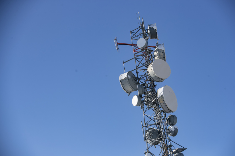 Bell alleges that VideoTron overuse its cellular network