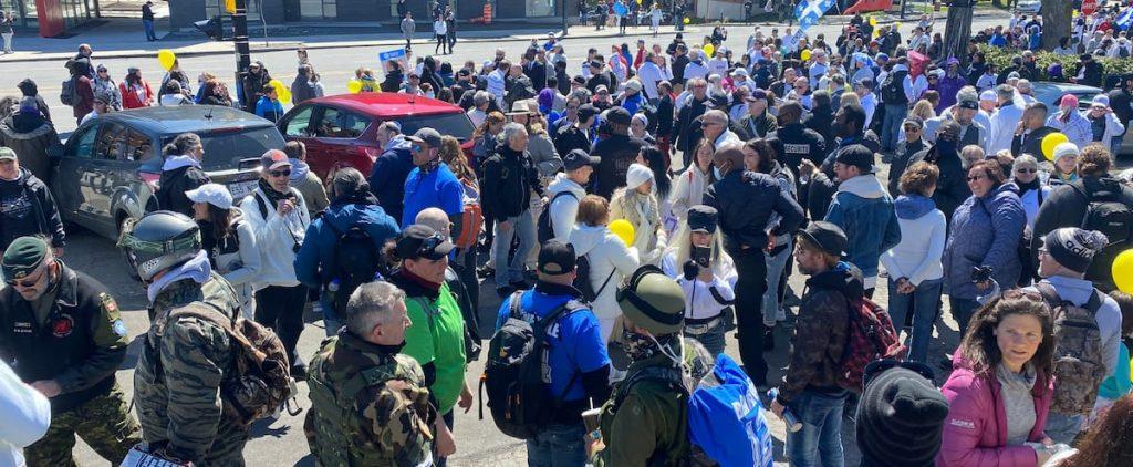 [EN IMAGES] Thousands protest against health measures