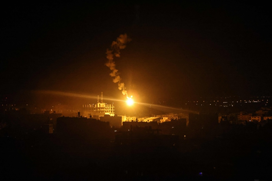 Israel destroys road to Gaza's largest hospital