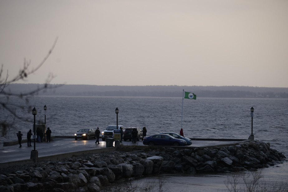 Lock des Dukes-Montagness |  SQ asks for help from Boaters to find the man's body