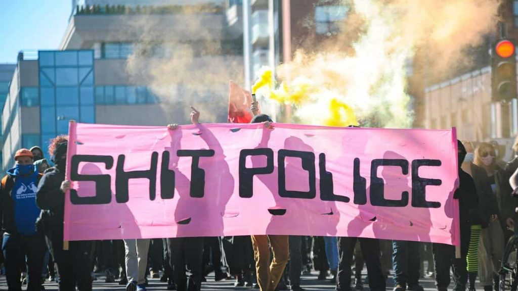 To see    Declared anti-capitalist demonstration illegal in Montreal
