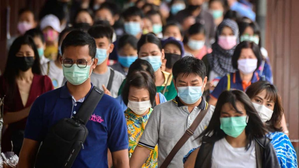 Vaccinated people should wear masks in high-transmission areas