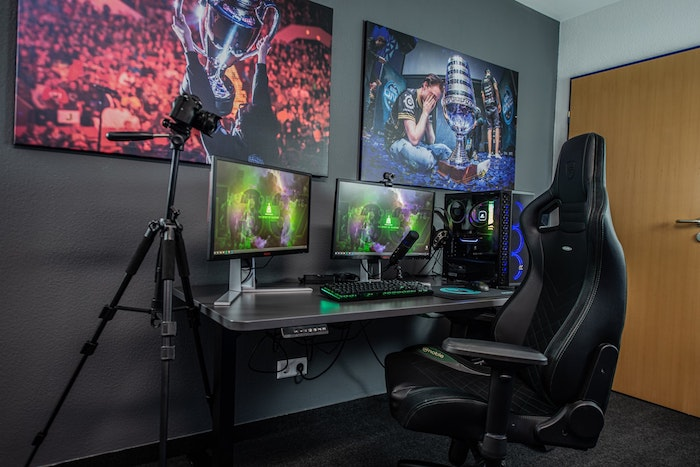 Gray room with gray desk chair screens Anthracite Gray Carpet Gaming Equipment
