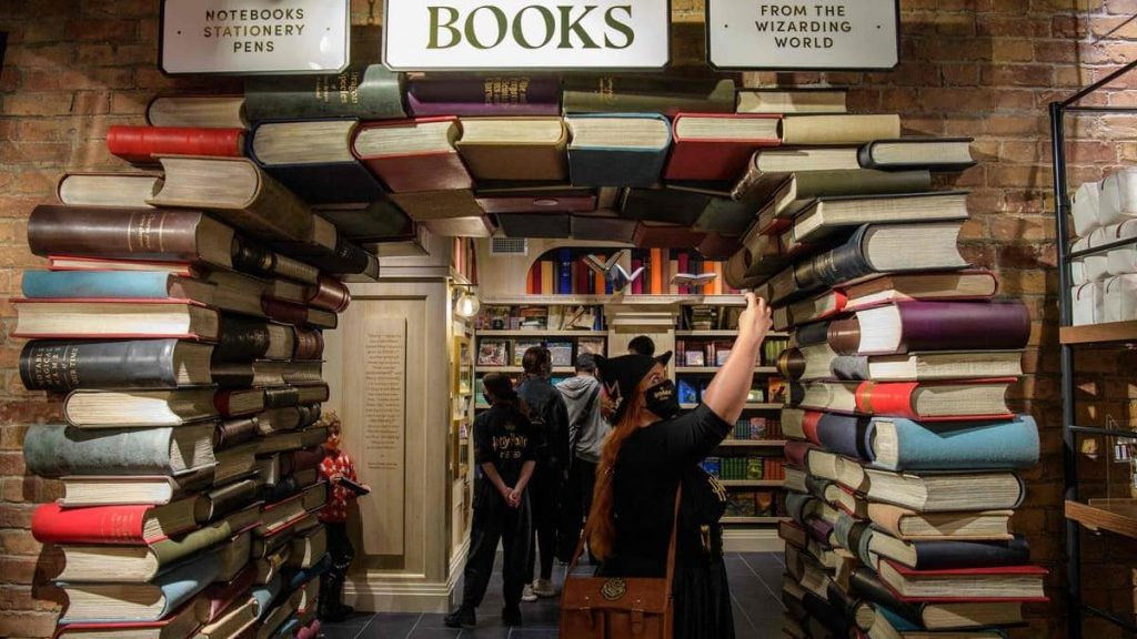 A large store dedicated to the Harry Potter universe has opened in New York