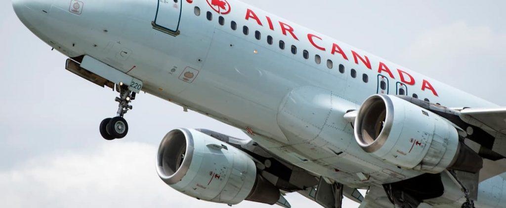 Air Canada: Senior executives give up their bonuses