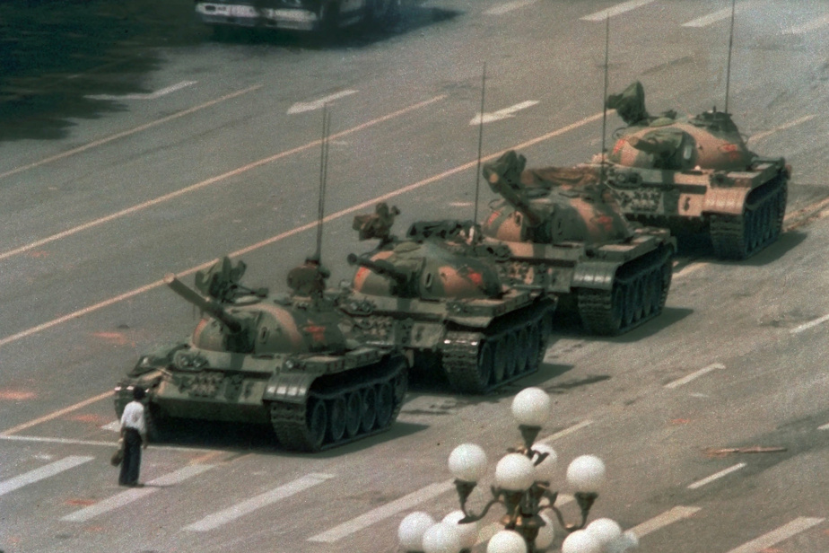 Bing Search Engine    There is no famous photo of a protester standing in front of Tiananmen tanks