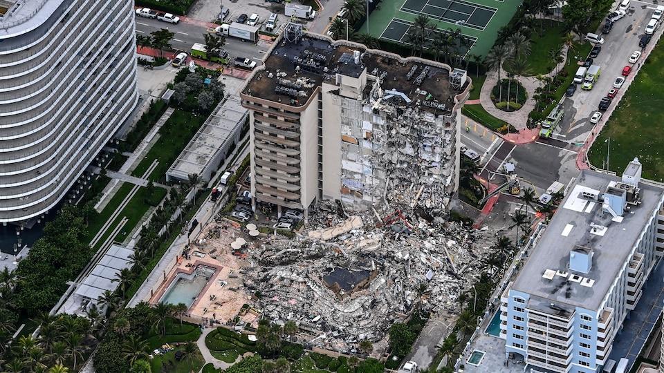 Huge pile of debris seen from above.