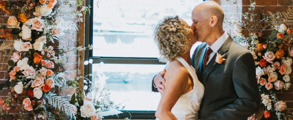 [EN IMAGES] With Alzheimer's pain, he asks his wife again at the wedding