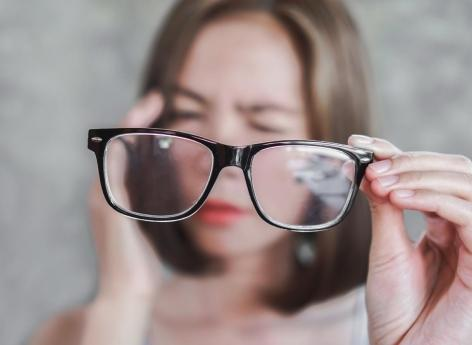 Those with close vision have poor quality of sleep