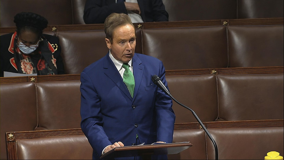 Brian Higgins stands and speaks in the House of Representatives.