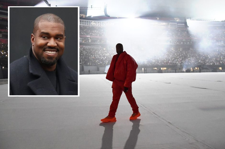Kanye West shared a photo of his bedroom ... at a stadium in Atlanta