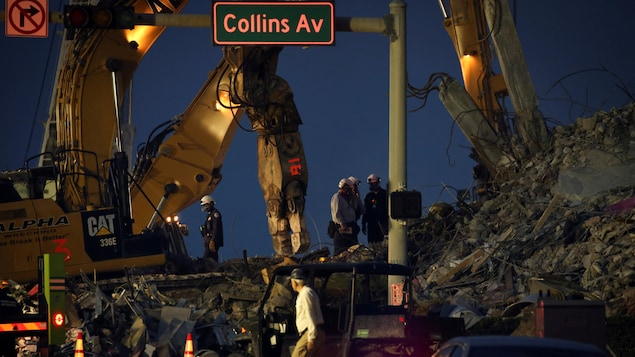 The end of the search for survivors of a collapsed building in Florida