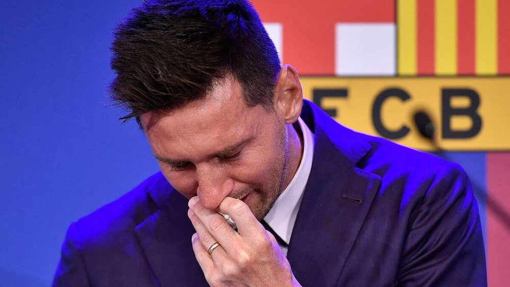 With tears in his eyes, Messi said goodbye to Barసాa