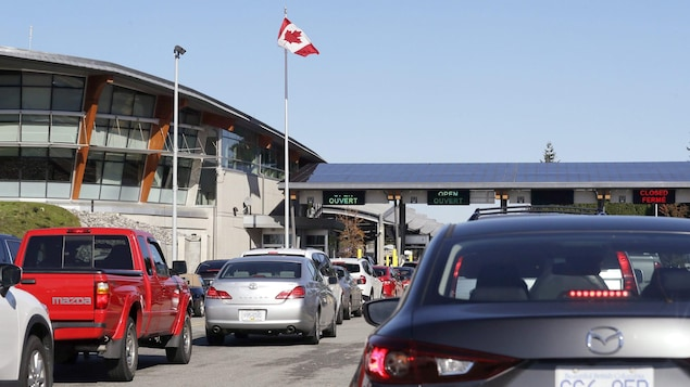 Fully vaccinated Americans were allowed to enter Canada by land