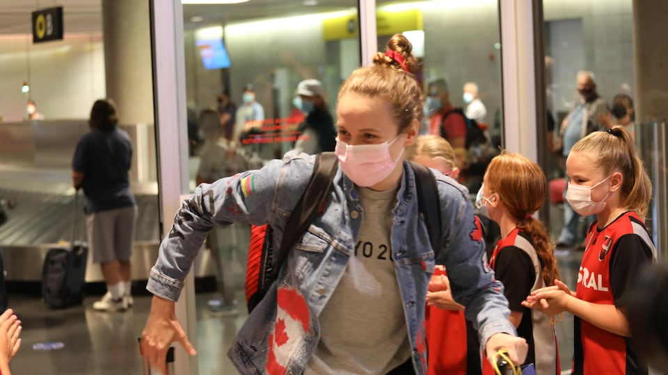 Andre-Anne Cote, an artistic swimmer from St. Georges, is returning from Tokyo on Monday evening at Quebec City Airport.
