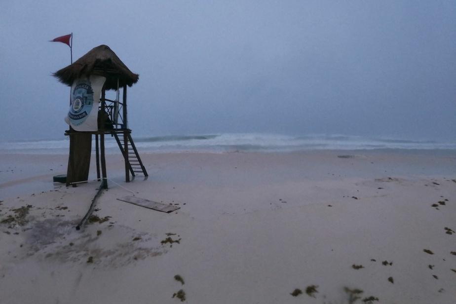 Mexico |  Hurricane Grace regains power