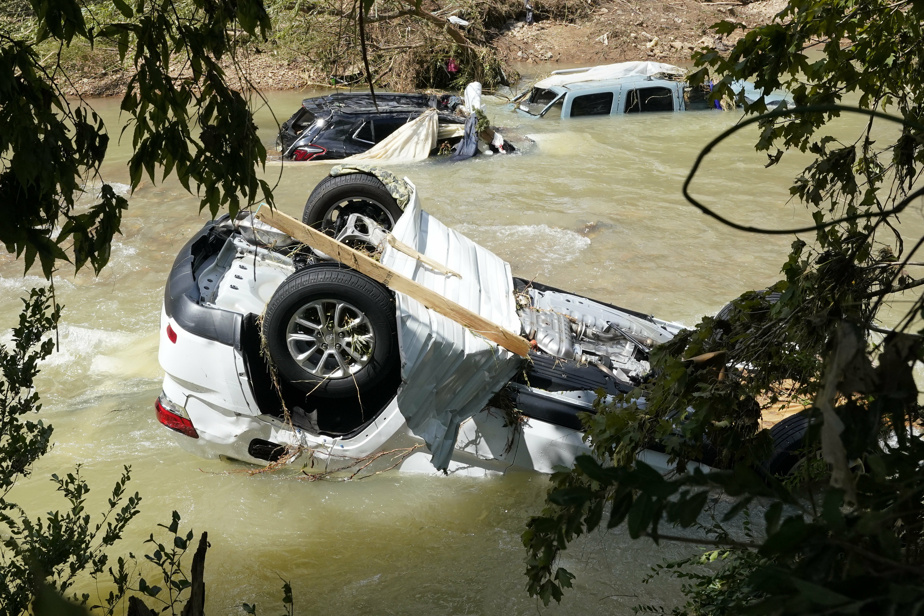 Floods in Tennessee have killed at least 21 people