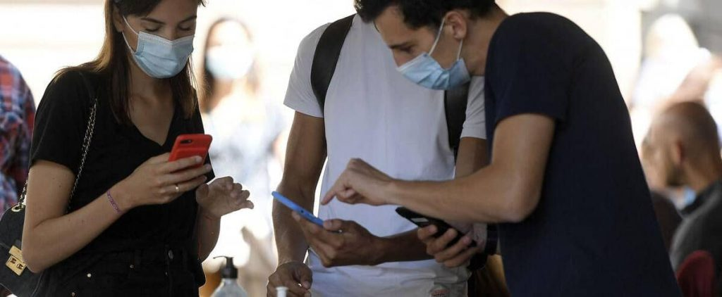 Controversial, but verified, health passport enters French daily life