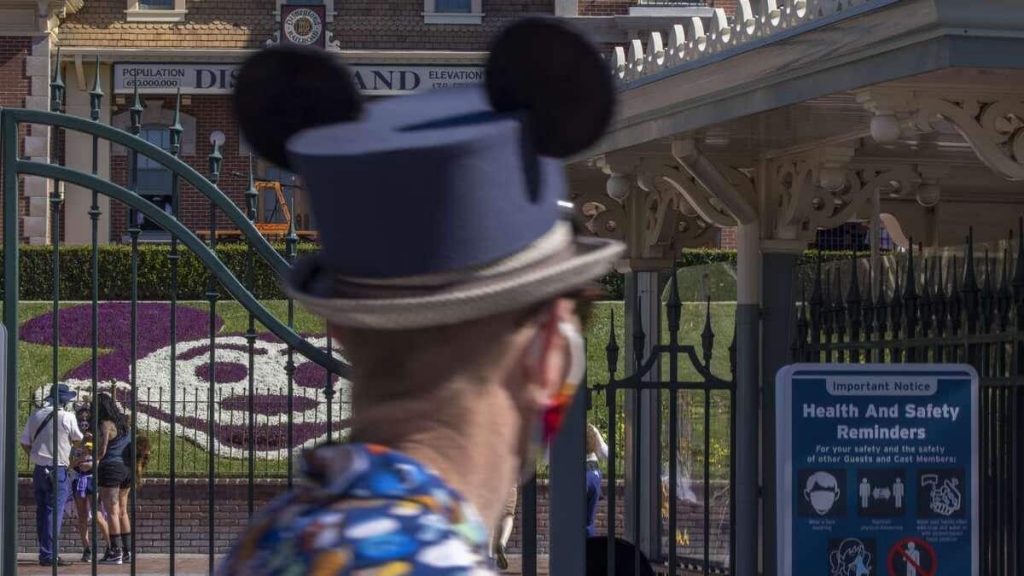Disney demands vaccination for its employees