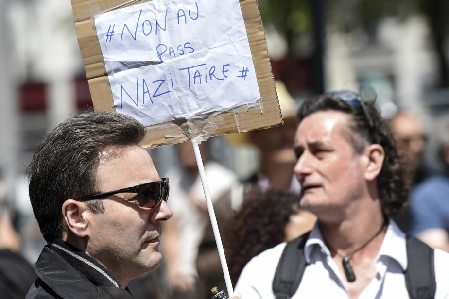 Health Passport in France |  Anti-Semitic signs entered the protests