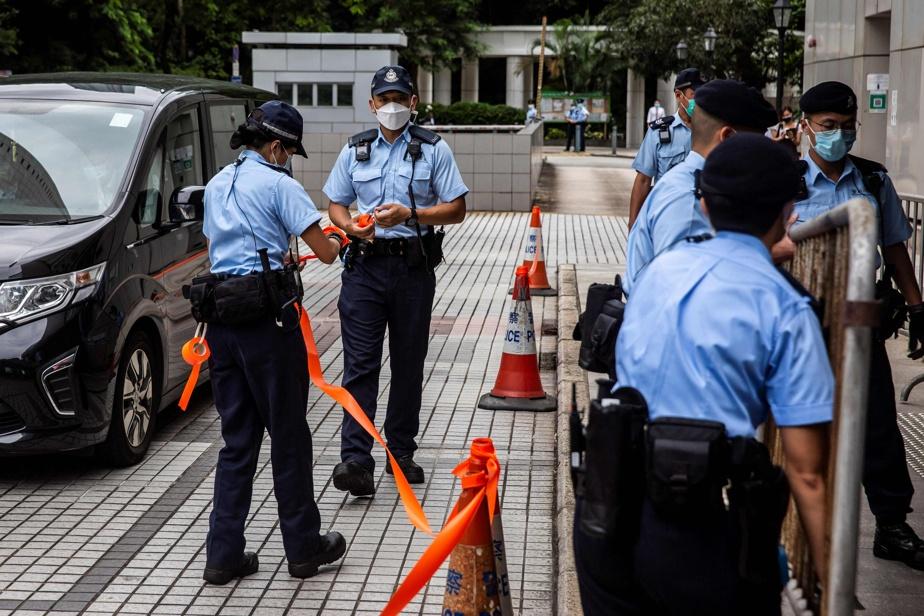 Hong Kong |  Warned Ottawa citizens of a possible exit ban