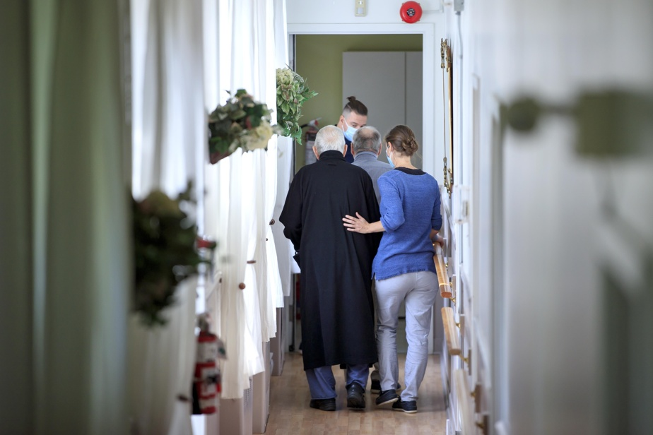 Mandatory vaccination    There is no data on the residences of private seniors