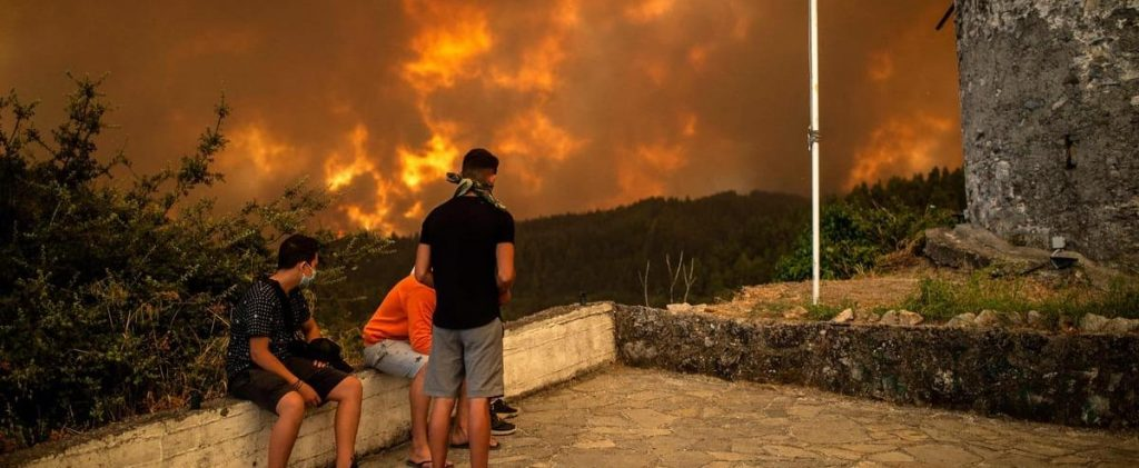 [PHOTOS] Disappointment over the burning Greek island of Avia