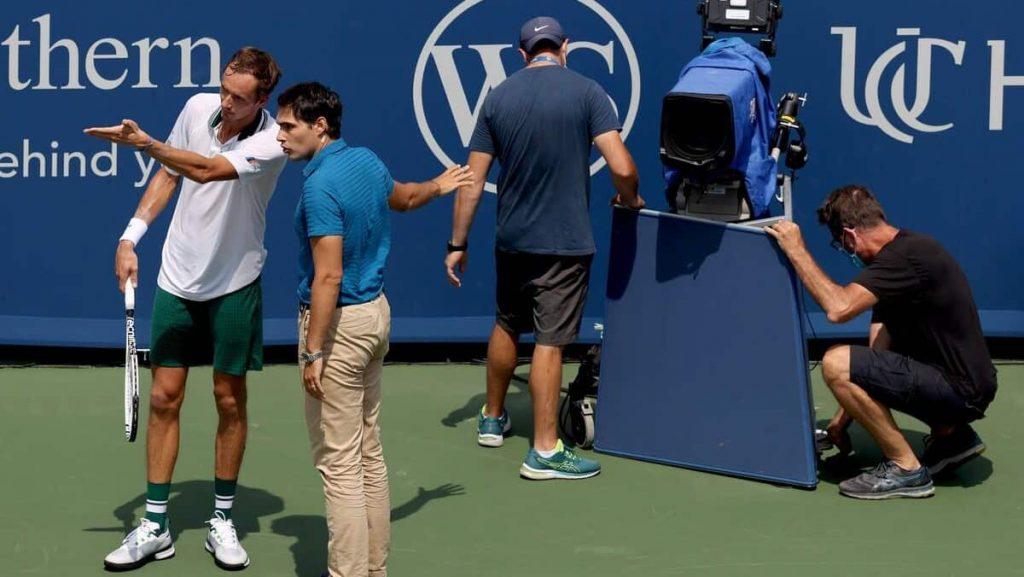 Tennis: Medvedev injures himself on camera and goes insane