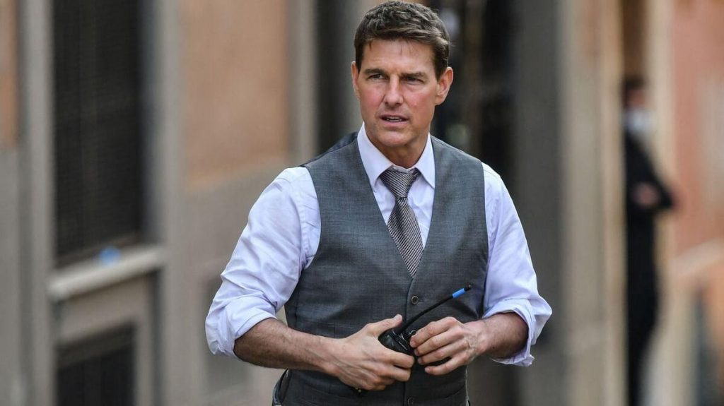 """Tom Cruise's """"Mission Impossible"""" stolen luggage is worth it!"""