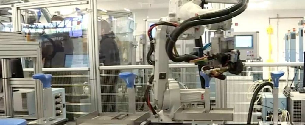 Labor shortage: Are robots the solution?