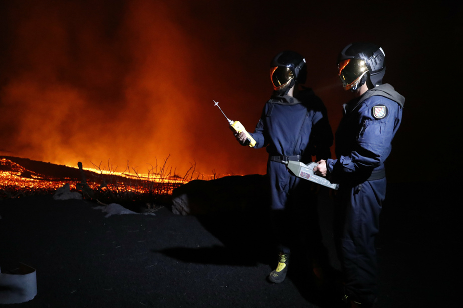 Explosion in the Canaries |  The lava reaches the sea, which is a dangerous phenomenon