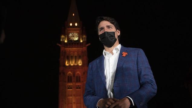 Remembrance Day: Justin Trudeau criticized for visiting Tofino