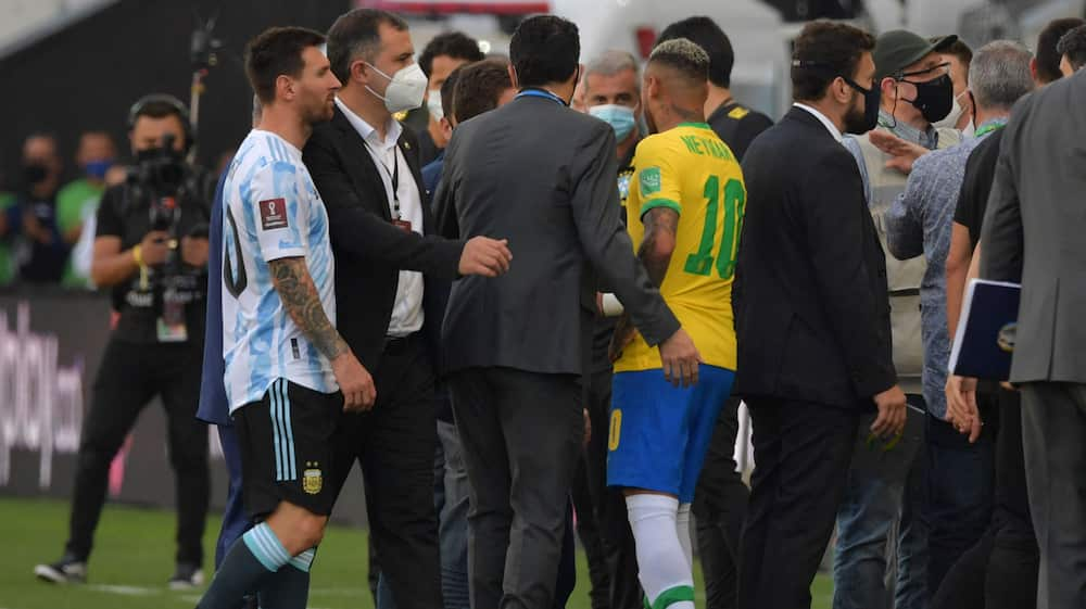 Surreal scene in Argentina-Brazil match