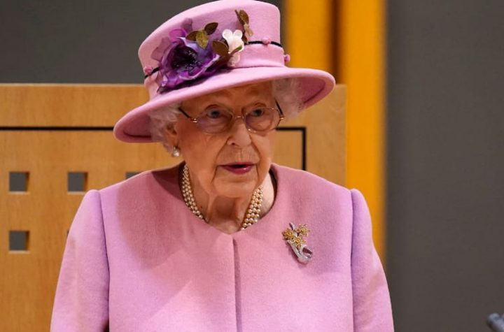 """Annoyed by """"Speakers, but not Acting"""": Queen Elizabeth II caught by open microphone"""