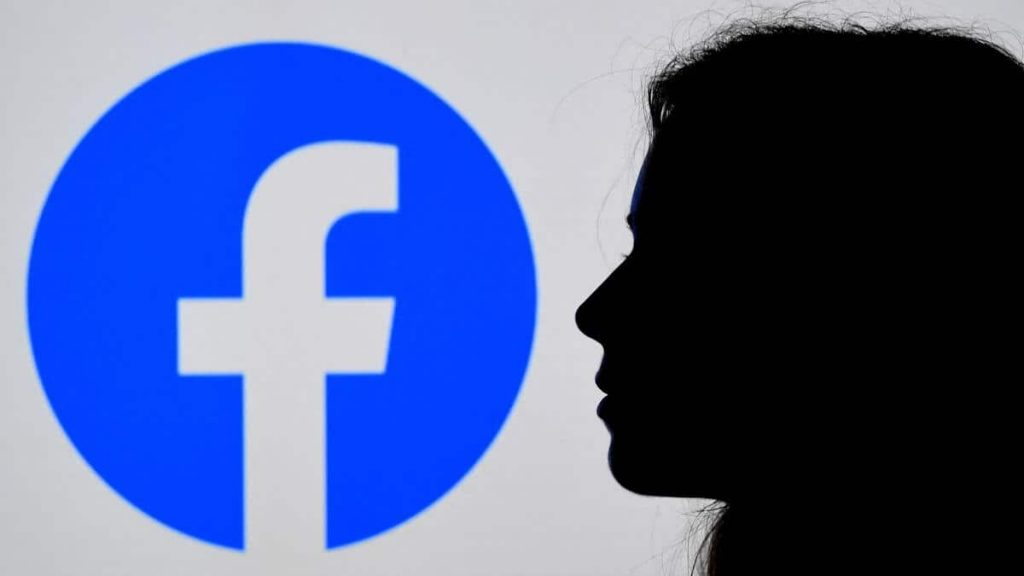 Facebook has announced new difficulties in accessing its services