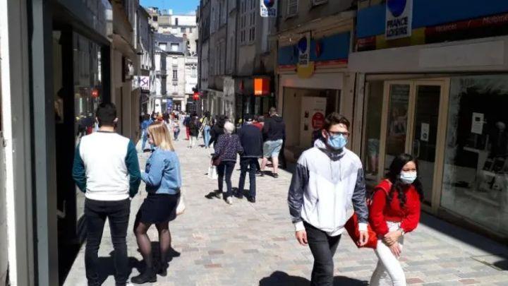 Masques en pleine rue (à Limoges, image d'illustration)