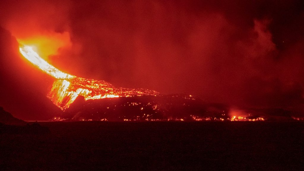 Volcano in the Canaries: New very liquid lava flow on the island of La Palma